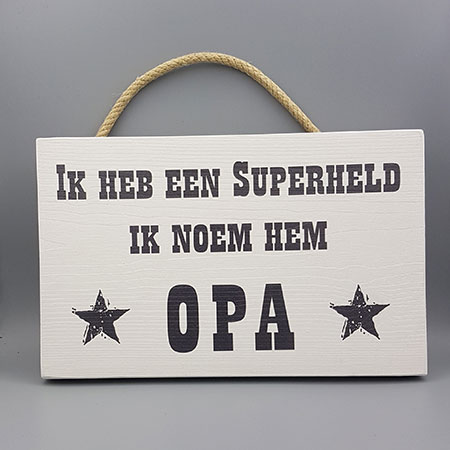 Opa Super held